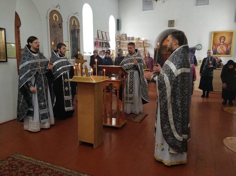 Молитва о жертвах пожара в Кемерово