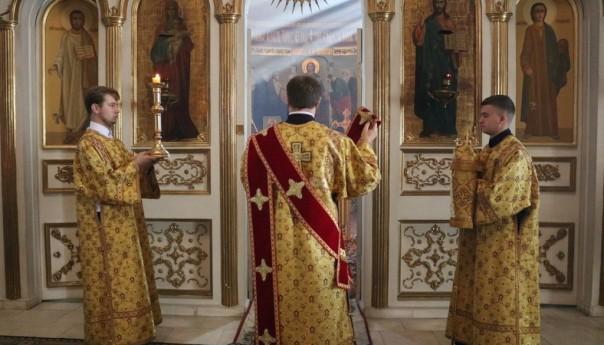 Архиерейское богослужение в Свято-Михайловском храме села Осколец