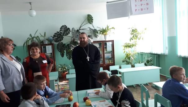 В Чуевской средней школе прошла встреча со священником