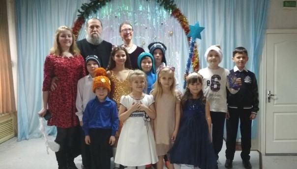 Воспитанники воскресной школы в Архангельском встретили Рождество