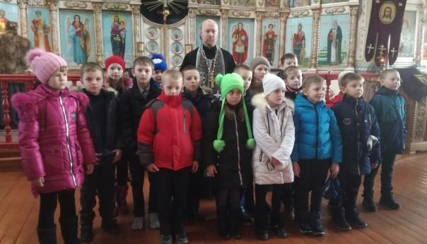 Школьники из Истобного посетили храм Великомученика Георгия