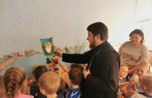 Священник пообщался с детьми о празднике Пасхи